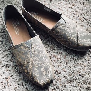 New TOMS loafers metallic leaf & feather 🕊🍂